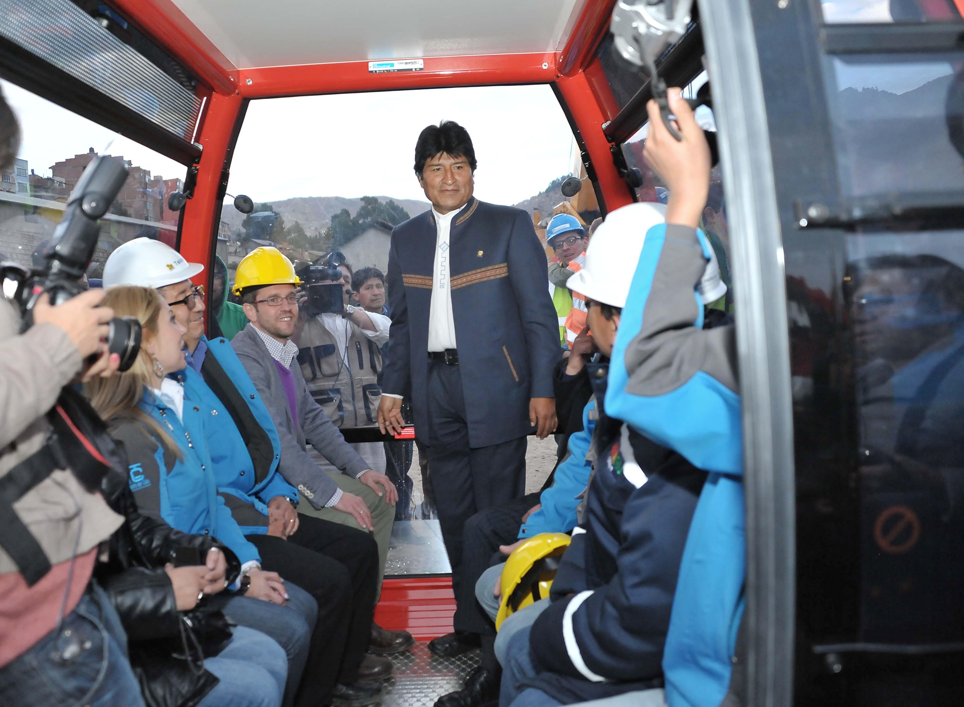 Inauguran obras de nueva línea de teleférico en ciudad boliviana de El Alto