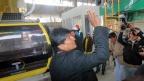 Presidente Morales segundos previos a abordar la cabina de la Línea Amarilla