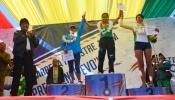 Presidente Evo Morales aplaude en premiación de jóvenes