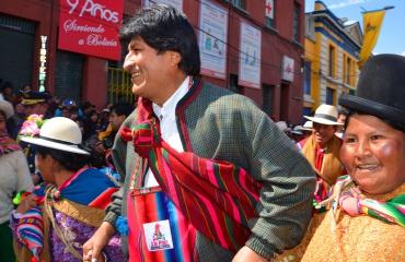 Presidente Evo Morales y danzarines